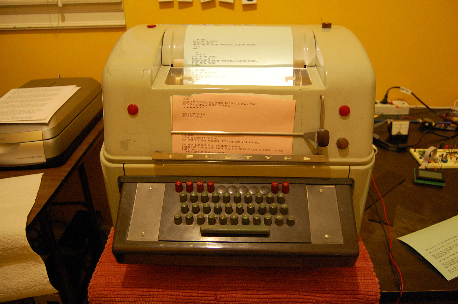 Teletweety - Mechanical Teletype doing Twitter