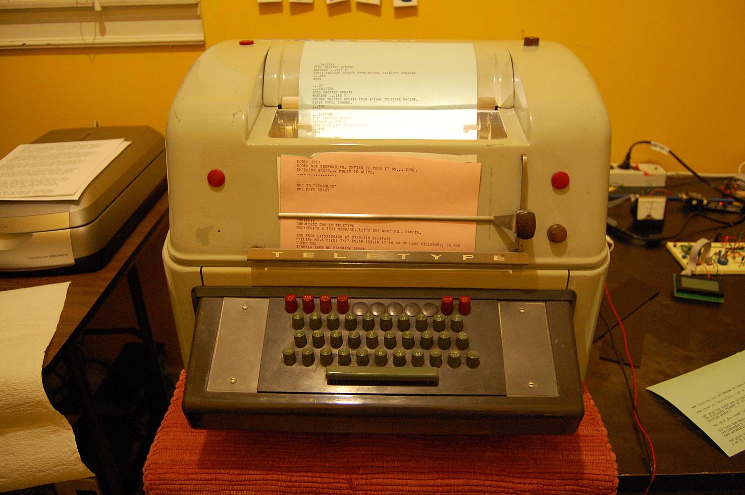 Teletweety - Mechanical Teletype doing Twitter